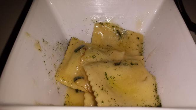 Raviolo di Spinachi e Ricotta (Spinach and Ricotta Ravioli in a Sage and Butter sauce)