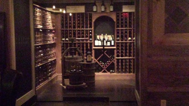 Angus Club Steakhouse also offers an impressive selection of wines and has two full bars for use.